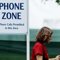 会場内では決められた場所で使用してください 2011年 ウェグマンズLPGAチャンピオンシップ 2日目 携帯電話エリア