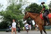 2011年 ウェグマンズLPGAチャンピオンシップ 2日目 乗馬警官&上田桃子