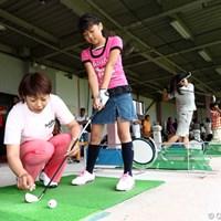 姉の瑠依も多くのジュニアたちを指導 2011年 「さくらワンダーランド」チャリティイベント 横峯瑠依
