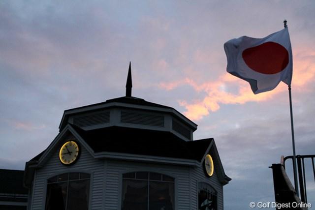 午後9時前になっても、西の空はまだ陽が残る。コースの位置は「北緯43度5分15秒」