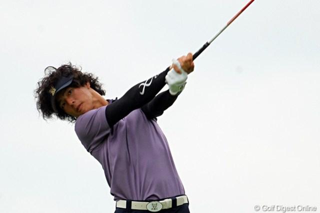 2011年 ミリオンヤードカップ 事前 石川遼 風に髪をなびかせ、豪快なドライバーショットを放つ石川遼