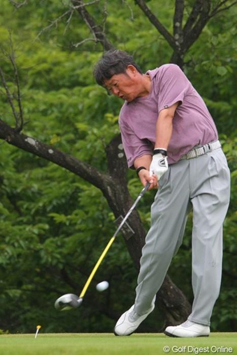ジェットさん、1打カットラインに及ばず予選落ちとなってしまいましたが渾身のショットです 2011年 トータルエネルギーCUP PGAフィランスロピーシニアトーナメント 2日目 尾崎健夫