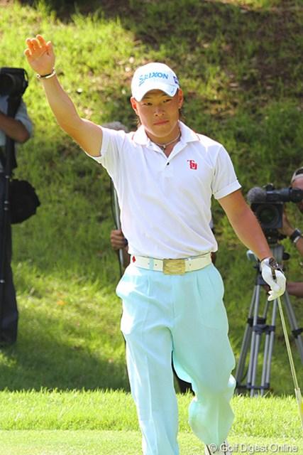 2011年 日本アマチュアゴルフ選手権競技 4日目 藤本佳則 準決勝の17番でウィニングチップインを決めた藤本佳則