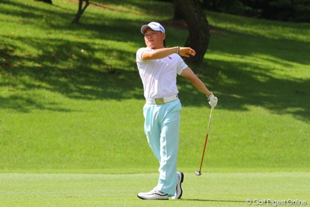 2011年 日本アマチュアゴルフ選手権競技 4日目 藤本佳則 福祉大のはやり!?多くの選手がショット後に手を離すがナイスオン