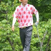 一際目立つゴルフウェアで登場した金鍾徳プロ。麦わらハットもお似合いでした 2011年 トータルエネルギーCUP PGAフィランスロピーシニアトーナメント 最終日 金鍾徳