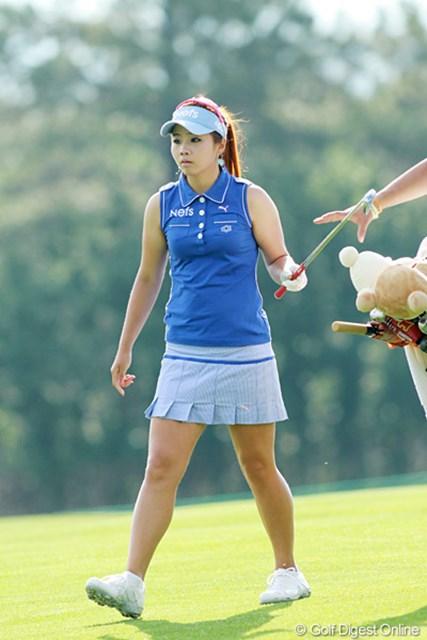 2011年 全米女子オープン 2日目 ヤン・スージン ウェアとスカートのコーディネートが鮮やかです