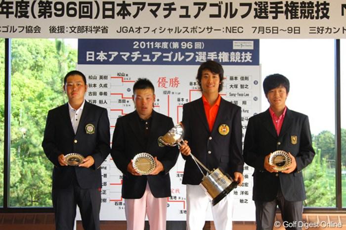 最終日に残った4人。右から2番目が優勝した櫻井勝之 2011年 日本アマチュアゴルフ選手権競技 最終日 (左から)古田幸希、藤本佳則、櫻井勝之、浅地洋佑