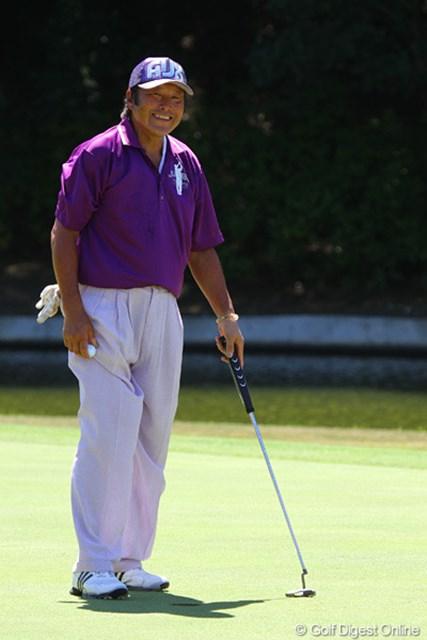 2011年 東日本大震災復興支援 PGAチャリティプロアマゴルフ大会 尾崎将司 アマチュア3名が外したバーディパットを自ら沈めご満悦な尾崎将司
