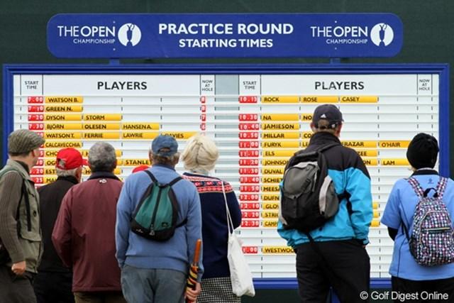 2011年 全英オープン事前情報 表示版 練習ラウンドのスタート時刻を占める表示版も、全英オープンではなんともカラフル