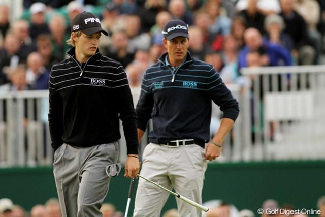 2011年 全英オープン 初日 トム・ルイス 同組のヘンリック・ステンソン(右)は、同じウェアを着てちょっと立場のない表情