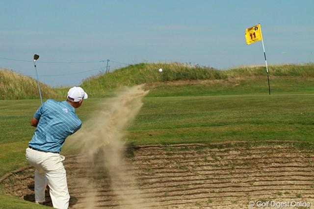 2011年 全英オープン 2日目 強風 短いピンフラッグが強風でしなる。リンクスでは思い通りにいかないことが普段より多い