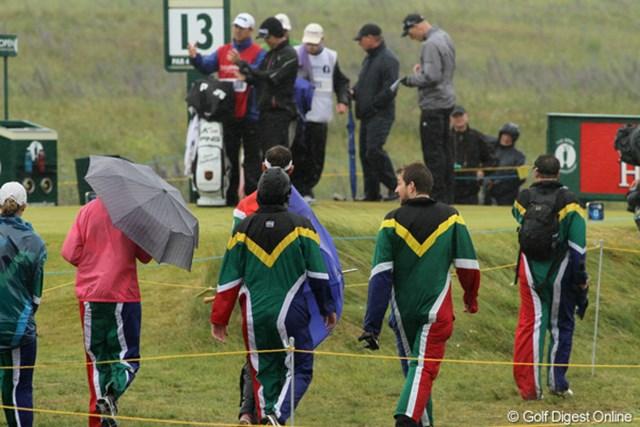 2011年 全英オープン 3日目 南アフリカ ウーストハイゼンのファンは、南ア国旗のツナギを着て応援団を組んだ
