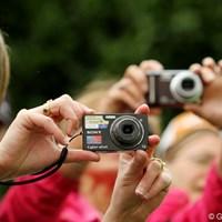 カメラも携帯電話も禁止!のはずなんですが、みんな持ち込んで撮ってます。自由な国だ… 2011年 エビアンマスターズ 最終日 ギャラリー