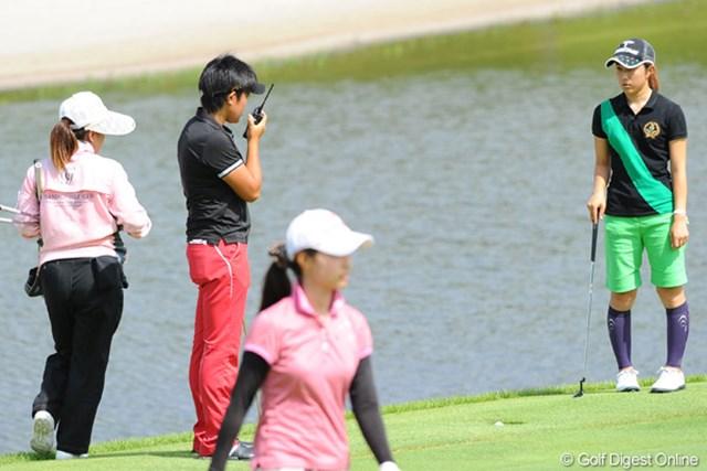 2011年 国内女子ツアー プロテスト最終日 工藤遥加 父親の見守る9Gでトラブル発生!トランシーバーで競技委員をリクエスト。
