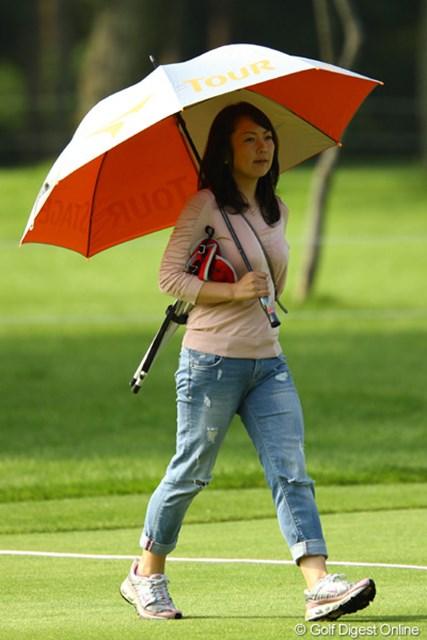 弟・大塚泰三プロの応援に毎年駆け付けています。ここ小樽CCでは、他にも女子プロ達が観戦や応援に訪れています。