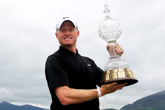 接戦を制し、2年ぶりツアー通算5勝目を獲得したS.ダイソン(Dean Mouhtaropoulos /Getty Images) 2011年 アイルランドオープン 最終日 サイモン・ダイソン