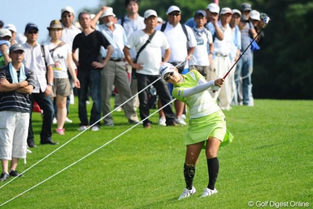 2011年 meijiカップ 2日目 菊地絵理香 北海道出身の菊地絵理香が首位に4打差で最終日を迎える