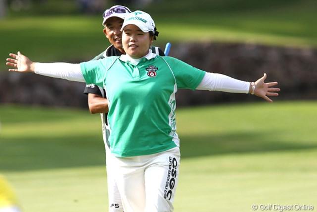 2011年 NEC軽井沢72ゴルフトーナメント 初日 アン・ソンジュ 4アンダー2位タイ。久々に日本に帰ってきてギャラリーの皆さんにも応援してもらって良いプレーができたそうです