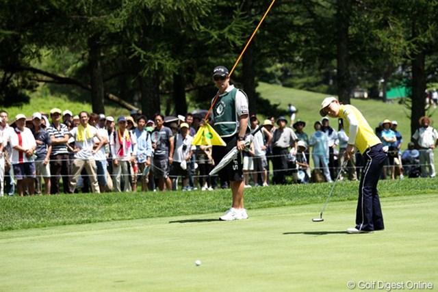 2011年 NEC軽井沢72ゴルフトーナメント 初日 横峯さくら このような6m程度のバーディパットが決まってくれればもっとスコアが伸びるのですが・・・