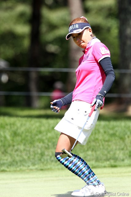 2011年 NEC軽井沢72ゴルフトーナメント 初日 辻村明須香 最終ホールをバーディで4アンダー2位タイ