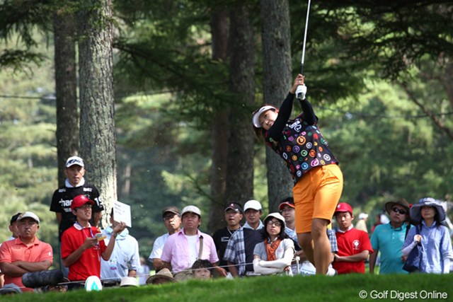 2011年 NEC軽井沢72ゴルフトーナメント 初日 福嶋晃子 コースも知り尽くしていて狙いどころもわかってる?そこへ打って行けるのもすごいけど。6アンダー単独トップ