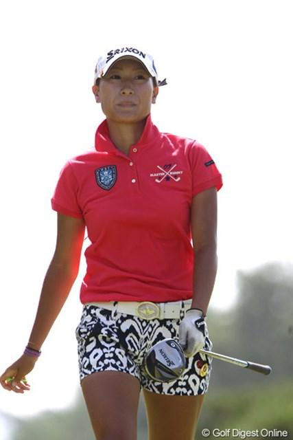 2011年 NEC軽井沢72ゴルフトーナメント 初日 木戸侑来 木戸ちゃん?スタイルは本当にそっくりですが、こちらはアマチュア出場している妹の侑来ちゃん。97位タイ