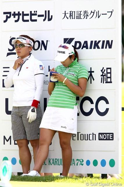2011年 NEC軽井沢72ゴルフトーナメント 初日 有村智恵&イ・ボミ 束の間の休息ですか?