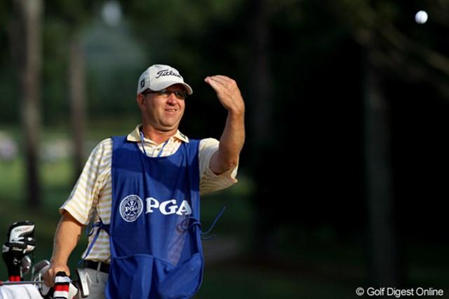 2011年 全米プロゴルフ選手権 2日目 ケーシー・ケロッグ ネイションワイドツアーから連れ添っている今田竜二のキャディ。今週がダメでもまた来週チャレンジだ