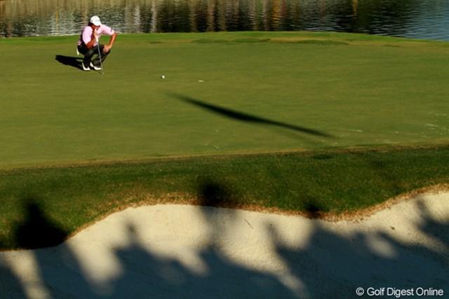2011年 全米プロゴルフ選手権 最終日 ジェイソン・ダフナー 最終ホールの短いパーパット。大ギャラリーが見つめる下でのショートパットは、見た目以上に長い