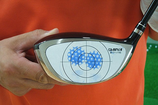 マーク試打 アキラプロダクツ ADR ドライバー(2007年モデル) NO.2 ADRの特徴は面長フェース。打点のばらつくゴルファーと相性がよさそうだ