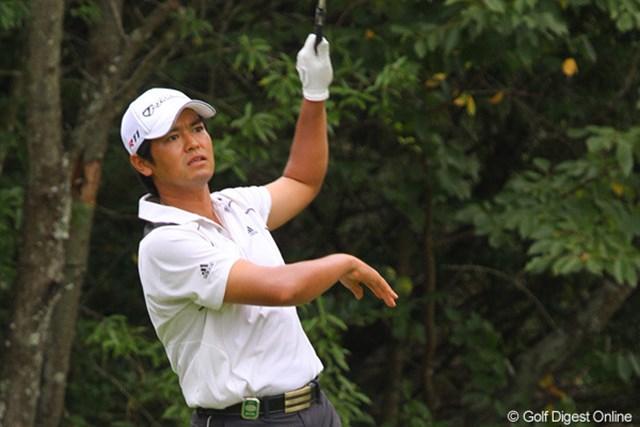 武藤俊憲/2011年 関西オープン初日 18番ではショット後にバランスを崩すが、バーディを奪った武藤俊憲
