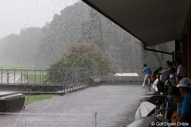 2011年 第17回日本ジュニア 激しい雨と雷 最終日、激しい雨と雷で1990年以来2度目の競技中止となった