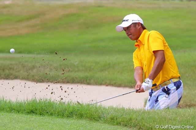 2011年 関西オープンゴルフ選手権競技 田保龍一 派手なパンツでラウンドする田保が2度目の大会制覇に向け7位に浮上
