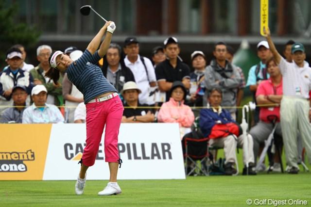 2011年 CAT Ladies 2日目 葉莉英 中国から来たママさんゴルファーがんばってます。こちらもノーボギーでのラウンドで5つスコアを伸ばしました。