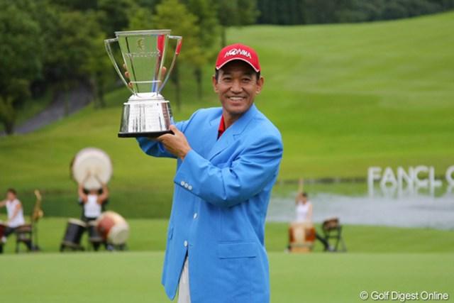 国内シニアツアー2戦目での勝利は05年の室田淳の記録に並ぶ最速勝利タイ。