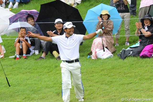 最終18番でチップインパー!ギャラリーから拍手をもらう藤島晴雄