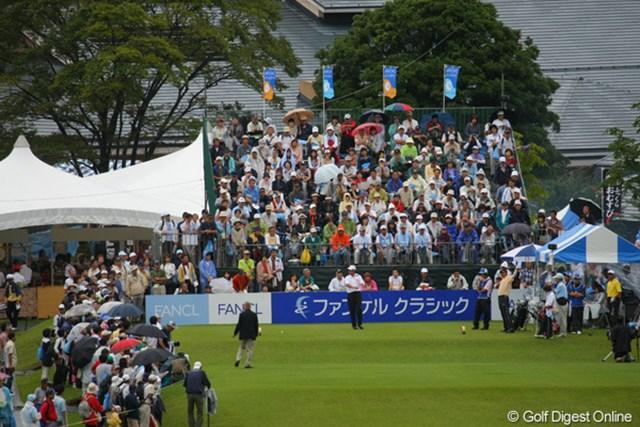 雨の中、これほど多くのギャラリーの方が観戦に足を運ばれておりました!すごい!