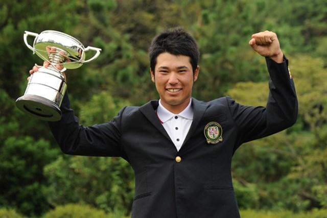 先輩・藤本をプレーオフで下しタイトルを掴んだ松山英樹(写真提供/日本ゴルフ協会)