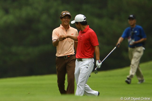 2011年 VanaH杯KBCオーガスタゴルフトーナメント 2日目 石川遼 13番Par5でアルバトロスかと言うスーパーショット!同組の趙とグ~タ~ッチ!