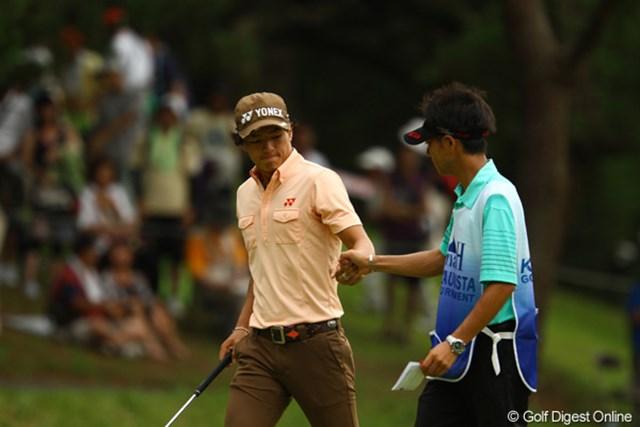2011年 VanaH杯KBCオーガスタゴルフトーナメント 2日目 石川遼 楽々イーグルゲットで、加藤くんともグ~タ~ッチ!