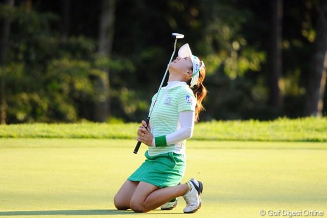 2011年 ニトリレディスゴルフトーナメント 2日目 有村智恵 最終18番は惜しくもバーディを逃したが、首位に1打差と肉薄! 2週連続Vに大きく前進した有村智恵