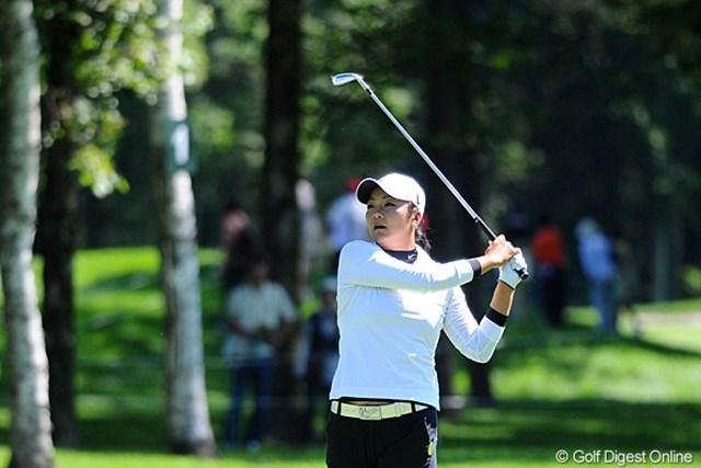2011年 ニトリレディスゴルフトーナメント 2日目 三塚優子 三塚優子がこの日のベストスコアタイとなる「68」をマーク! 首位に1打差に詰め寄った