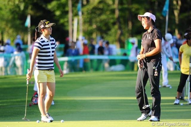 2011年 ニトリレディスゴルフトーナメント 2日目 工藤遥加と香妻琴乃 今大会は予選落ちを喫した二人。共に悔しさをバネに成長を誓う