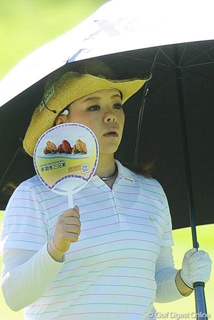 2011年 ニトリレディスゴルフトーナメント 2日目 川原由維 ユイちゃんゴメン!手羽先3兄弟の団扇にハマッてしまってのUPです。まったく悪気は無いんで、絶対に怒らんといてネ~。20位T