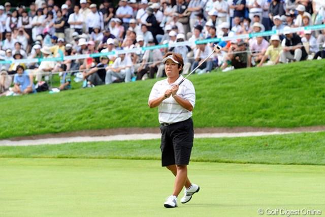 2011年 ニトリレディスゴルフトーナメント 最終日 表純子 終盤までトーナメントリーダーに立っていた表純子だったが、6年ぶりのタイトル獲得はならず