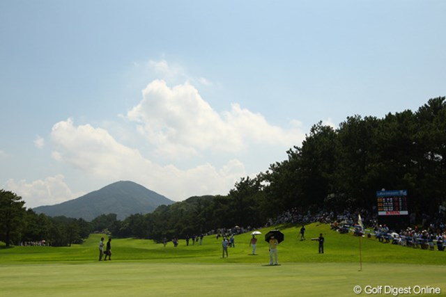 2011年 VanaH杯KBCオーガスタゴルフトーナメント 最終日 9番ホール まるで富士山のようなシルエットの山です