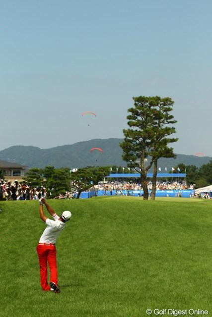 2011年 VanaH杯KBCオーガスタゴルフトーナメント 最終日 石川遼 大逆転優勝の為にイーグルを狙いに行った最終18番Par5。ティショットはラフへ。セカンドショットもグリーンを捉えられず