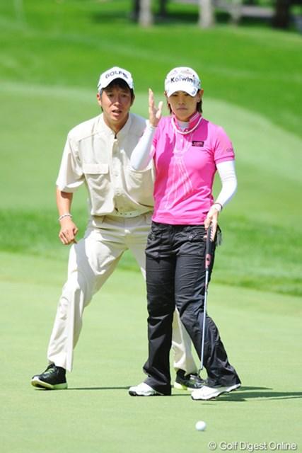 2011年 ニトリレディスゴルフトーナメント 最終日 竹末裕美夫婦 2位になった表夫婦もそうやし、北田、茂木、そして不動、福島と、人妻最強伝説が証明されつつある今日この頃であります。