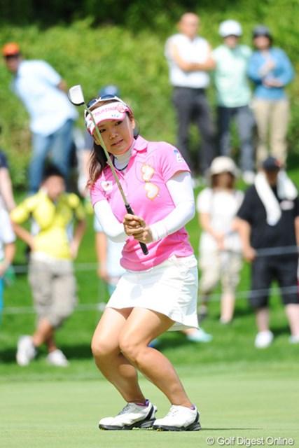 2011年 ニトリレディスゴルフトーナメント 最終日 有村智恵 気が付けば3位タイに食い込んでおりました。ギャラリーはこの組が一番多かったです。やっぱりチエゾー恐るべし・・・。