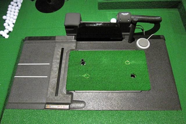 飛球線方向とボール正面からセンサーが出ており、通過時のボールとヘッド軌道を分析することで、弾道を算出する